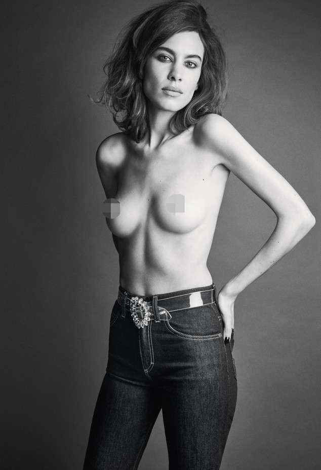 Keira knightley posed topless to protest against photoshop